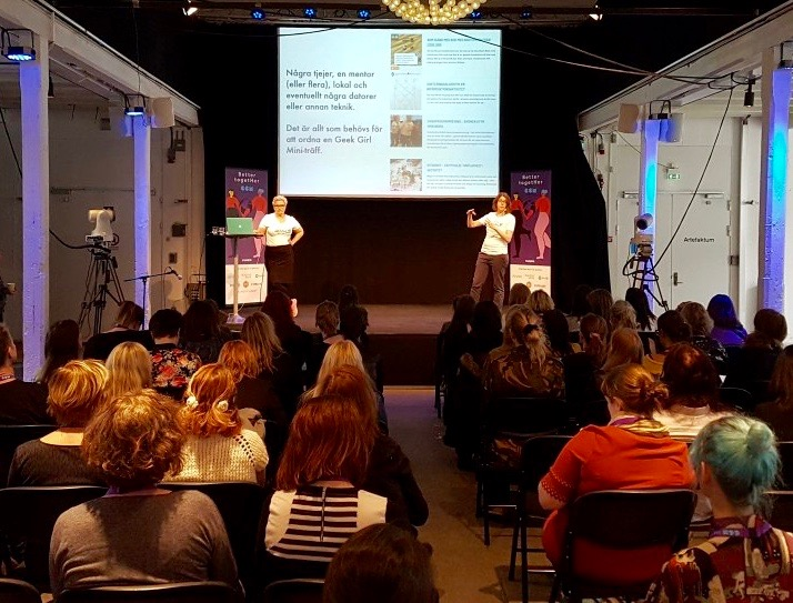 Karin Nygårds och Marie Gustafsson Friberger presenterar Geek Girl Mini på Geek Girl Meetup 2016.